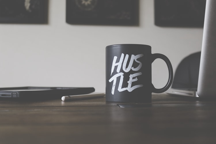 Side hustle tips: manieren om online geld te verdienen